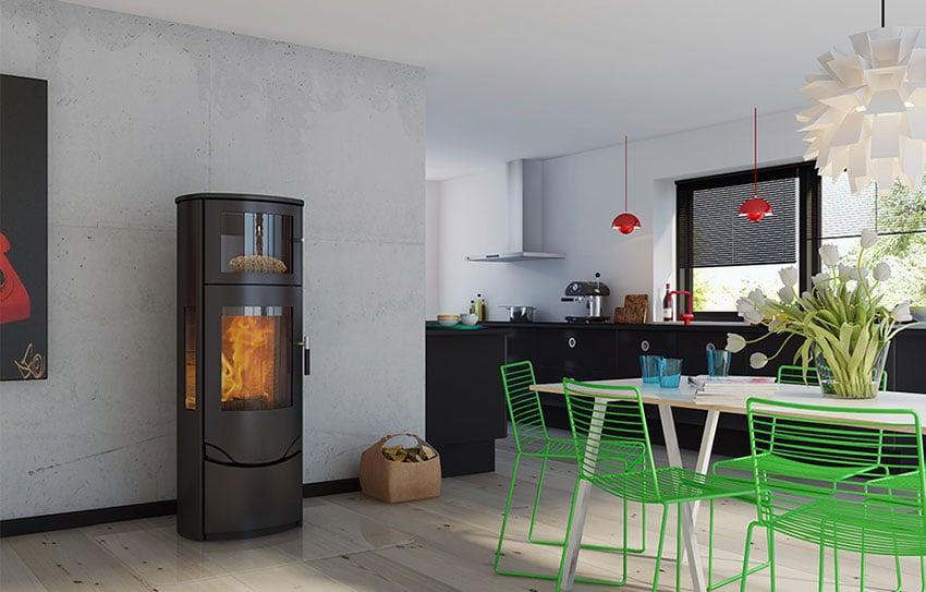 Poêle à bois noir dans pièce de vie installé par Aqua Feu