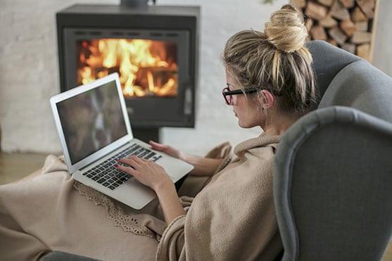 femme recherche subvention poêle à bois